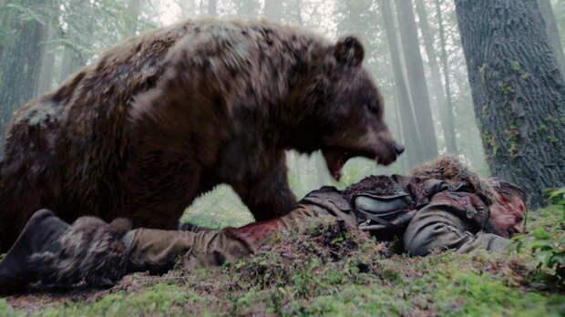 Здоровенный американец надавал медведю по морде и спас пса