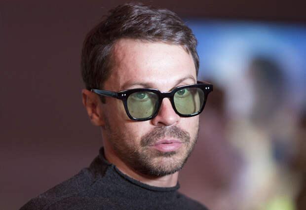 Павел Деревянко всё же уехал за границу