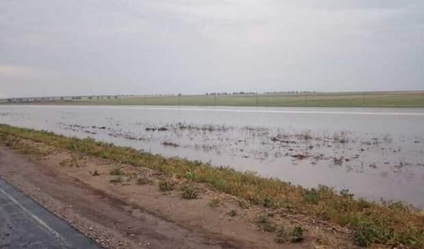 Сход воды сполей после ливня затопил дома вселе наСтаврополье