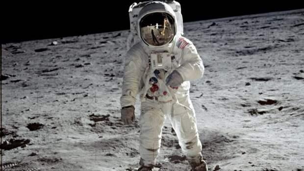 Почему нужно позабыть на время о Марсе и вернуться на Луну