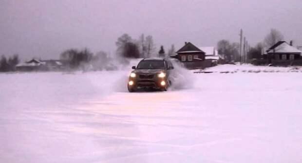 Автоэксперты напомнили, как тормозить по льду на летней резине