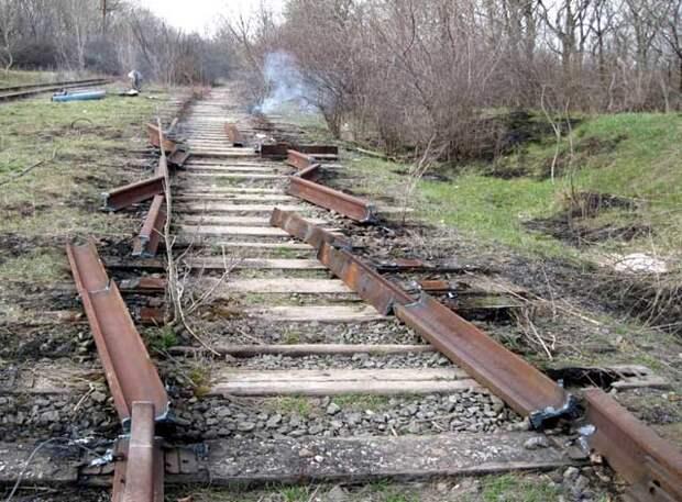 Украина начала разбирать железную дорогу в Россию