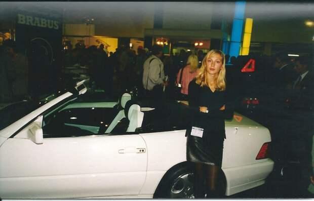 Любая девушка тогда хотела SL R129 от Brabus. А не белый Cayenne, прошу заметить! Чего лукавить, не только девушка — я хотел не меньше! автовыставка, автосалон, выставка, ретро фото