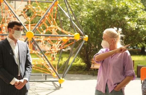 Депутат ГД Ирина Белых: «Благоустройство детских площадок нужно завершить в срок»