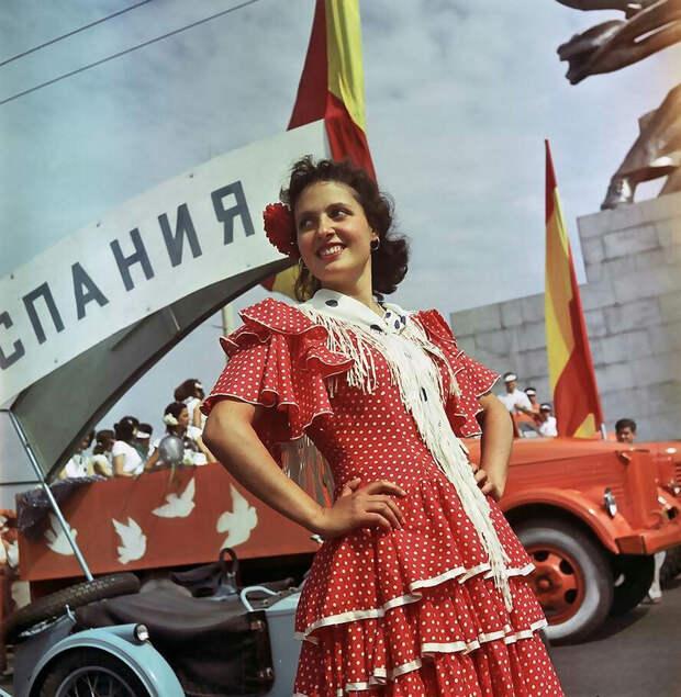 festival molodezhi studentov Moskva 1957.jpg 2