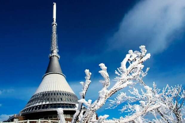 Башня Йештед в Чехии, больше напоминающая корабль пришельцев