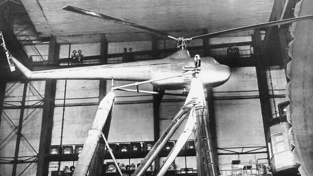 Макет вертолета Ми-1 на натурнои геликоптернои установке в аэродинамическои трубе...