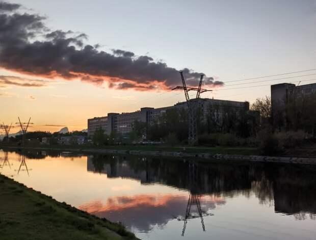 Закат в Тушине. Фото: страница «Сидим дома в Тушино [Северном и Южном]» социальной сети «ВКонтакте»