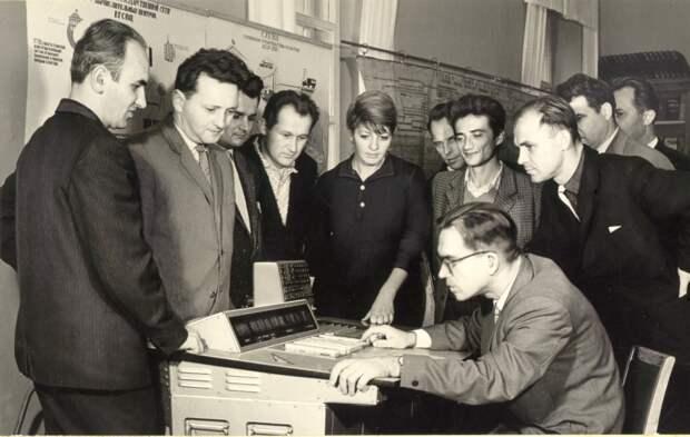 Украинский компьютер «Промінь» («Луч»)