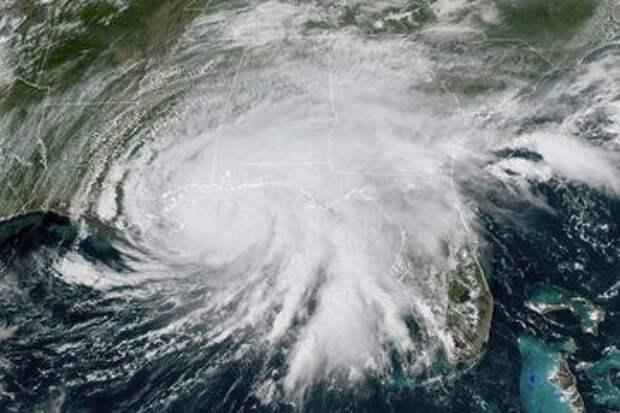 """В США смертельный ураган """"Салли"""" вызвал наводнения: фото и видео стихии"""