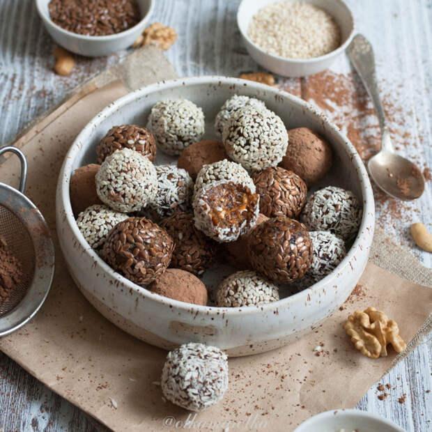 Конфеты из изюма и семян. \ Фото: google.com.