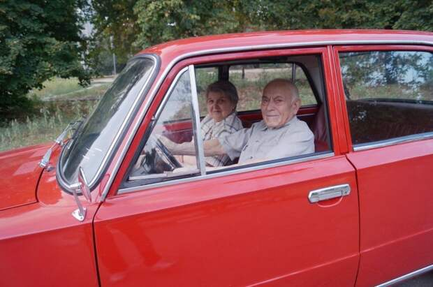 Далее со слов автора: авто, ваз, ваз 2101, восстановление, дедушка, копейка, подарок, реставрация