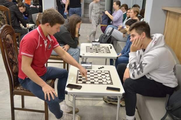 В клубе «Атом» начался набор в секцию шашек