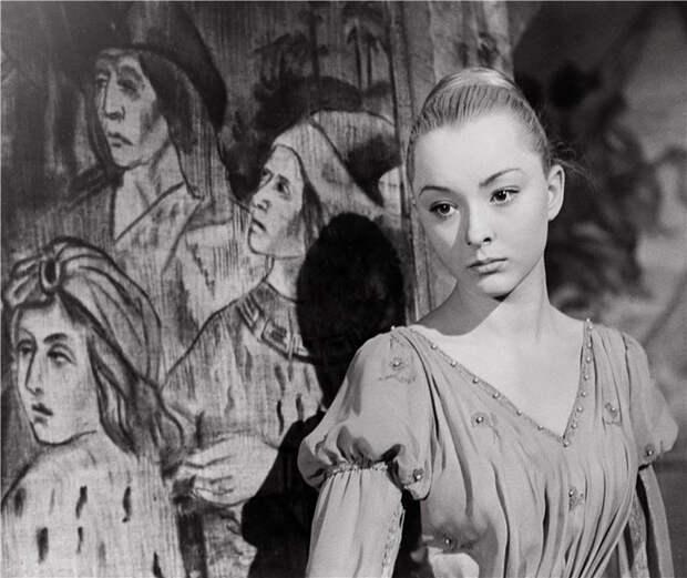 Анастасия Вертинская в роли Офелии в фильме Гамлет (1964)
