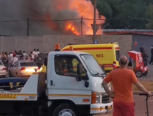 В гаражах на улице Лавочкина произошел сильный пожар