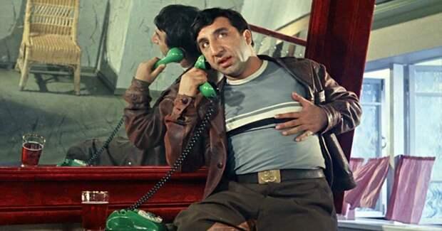 1. Фрунзик Мкртчян 20 лет обходился без паспорта, его главным документом была всесоюзная популярность актёры, кино, театр