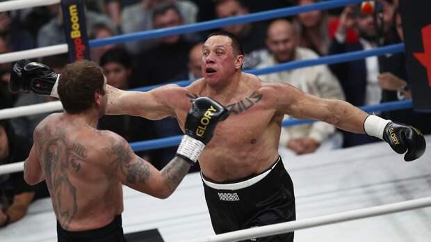 Харитонов назвал цирком бой Емельяненко иКокляева: «Саша заработал, новую квартиру себе купит»