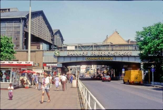 Вокзал на Фридрихштрассе в 1992 году: 1992, СССР, дорожное движение, капиталистические страны, прошлый век, соц. страны, страны третьего мира, улицы