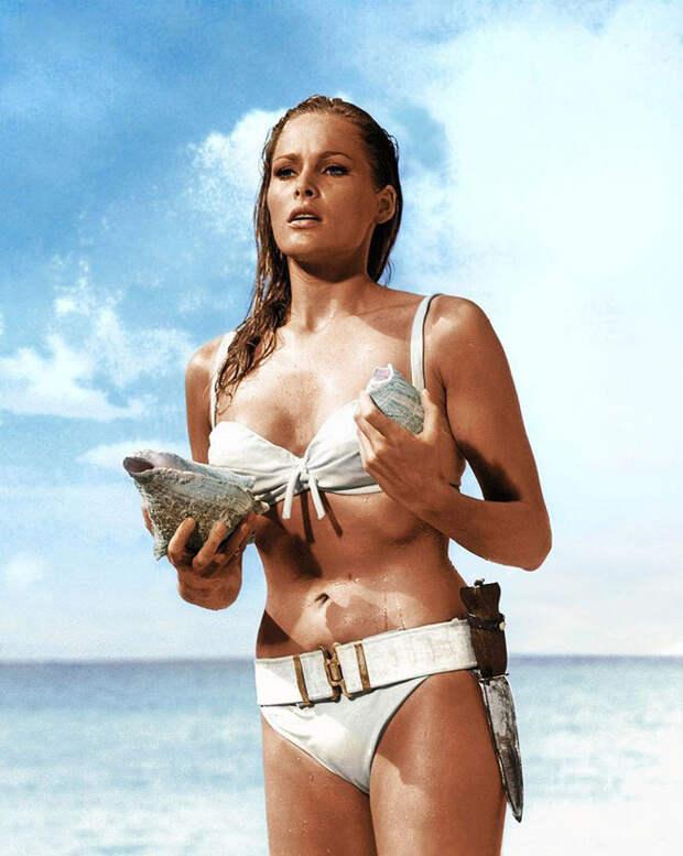 20 легендарных купальников из кино