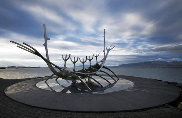 Памятник Sun Voyager, Исландия