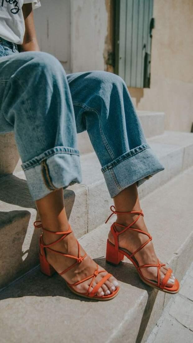 Модные хитрости: Как носить босоножки чтобы выглядеть изящно