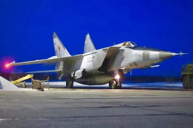 Миг-25. Перехватчик стратегических бомбардировщиков в стратосфере