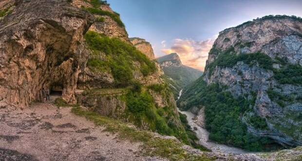 Под камнепад вКабардино-Балкарии попали восемь туристов