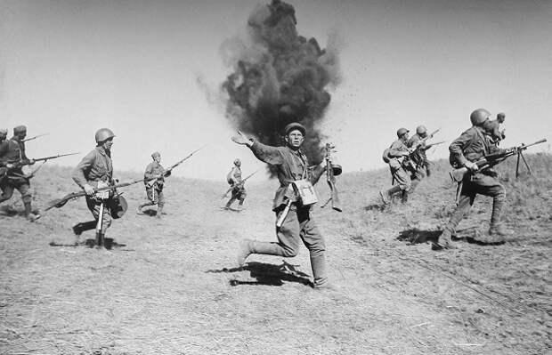 На каких участках фронта Красная Армия наступала в первые дни войны