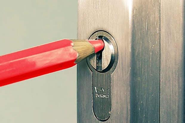 Хитрый способ открыть замок без ключа