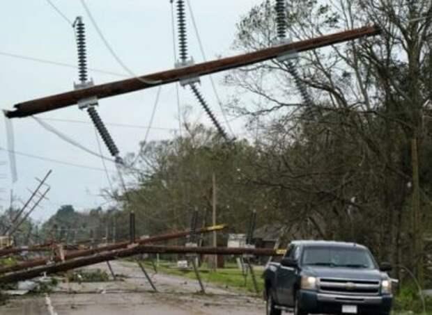 Из-за урагана «Лора» в США остались без электричества более полумиллиона человек