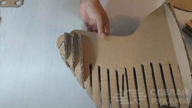 Используем старые картонные коробки для декора стены