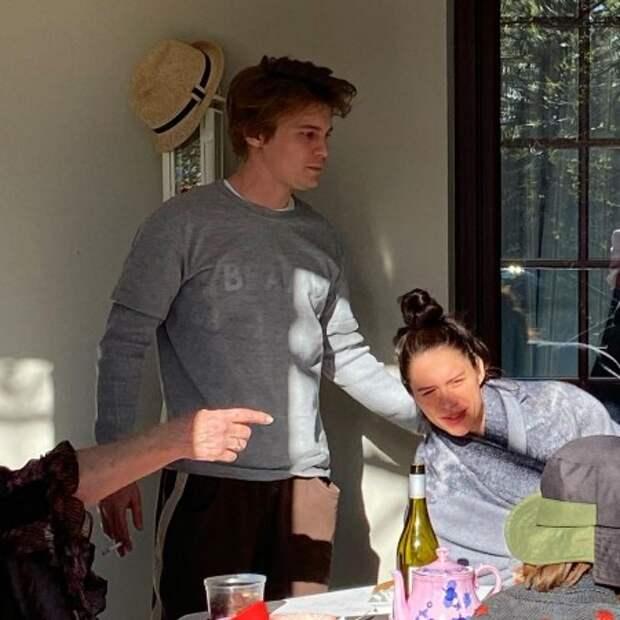 По парам: Иван Янковский и Диана Пожарская, Лиза Янковская и Александр Паль отметили Пасху вместе