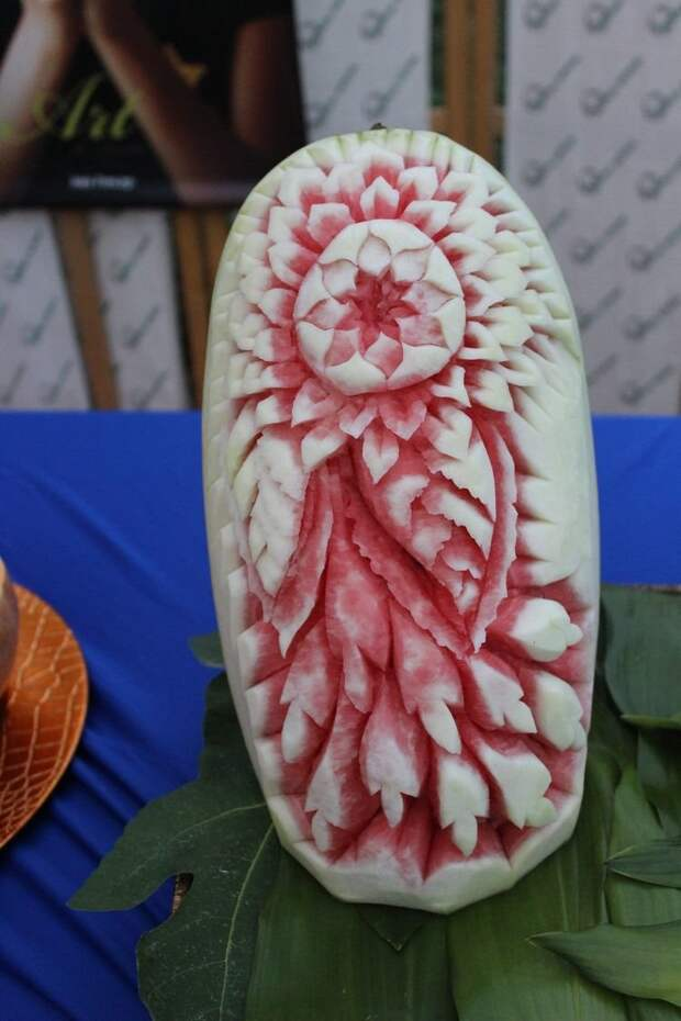 """11. Япония имеет богатую традицию резьбы овощей и фруктов под названием """"мукимоно"""" (mukimono). Японцы мастерски вырезают из фруктов и овощей шедевры. в мире, интересное, полезно, путешествия, страна, факты, фото, япония"""