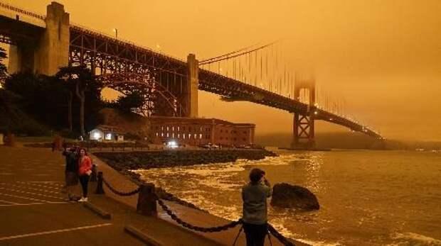 """""""Наступил апокалипсис"""": небо в США окрасилось в оранжевый цвет"""