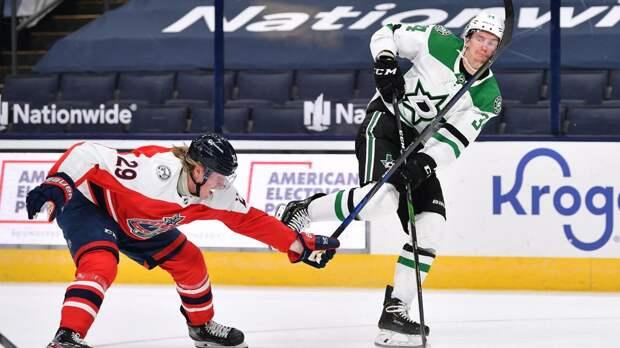 Удар клюшкой по голове разозлил русского хоккеиста в Америке. Гурьянов ответил голом уже через 2 минуты