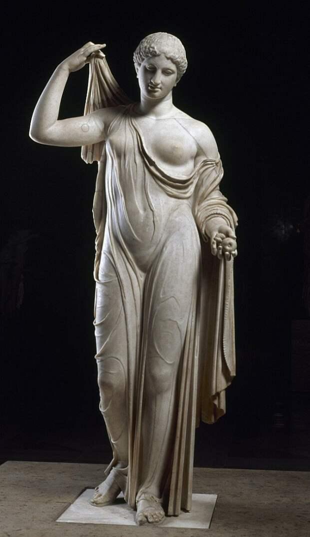 Кстати, а вот любители «верблюжьих лапок» на фотографиях девушек никогда не задумывались об отсутствии оных на обнаженных женских статуях античности? археология, история, расследование, тайны
