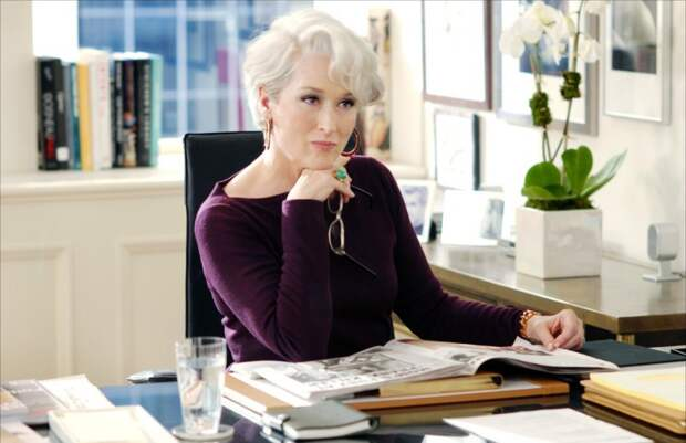 Простота и яркие цвета в гардеробе: чему можно поучиться у знаменитых женщин 60+