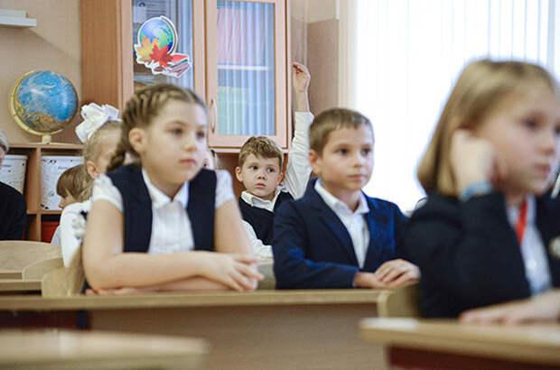 В российских школах массовых вспышек коронавируса не зафиксировано