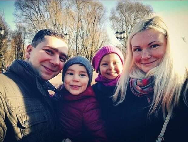 Полина Ртищева с мужем и детьми