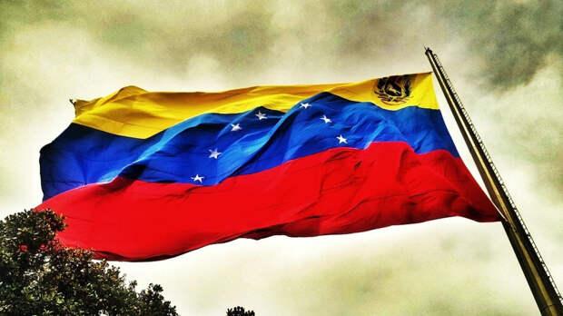 Мадуро предложить поставить девятую звезду на флаг Венесуэлы