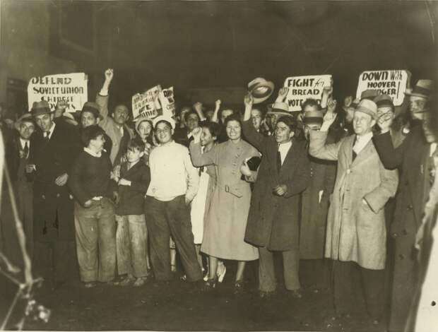 1932. Коммунистический митинг протеста возле Мэдисон Сквер Гардена во время пребывания там Герберта Гувера