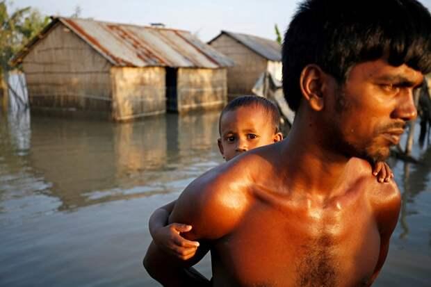 Кошмарные последствия наводнения в Южной Азии. 15 душераздирающих снимков