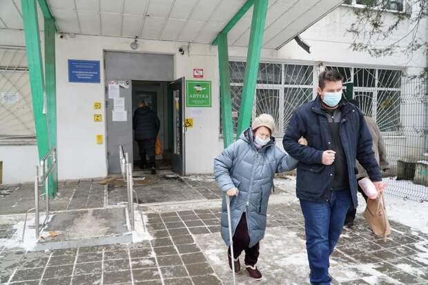 «Устали бояться»: Жители Симферополя массово делают прививки от коронавируса