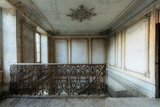 Французский замок Кенель незадолго до разрушительного пожара