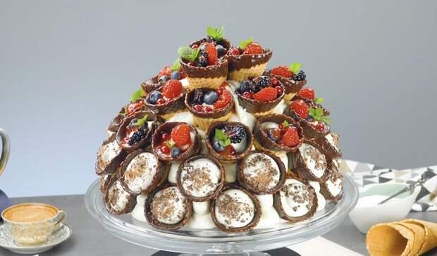 Красивый торт «Вафельный букет»: простой муссовый десерт к празднику