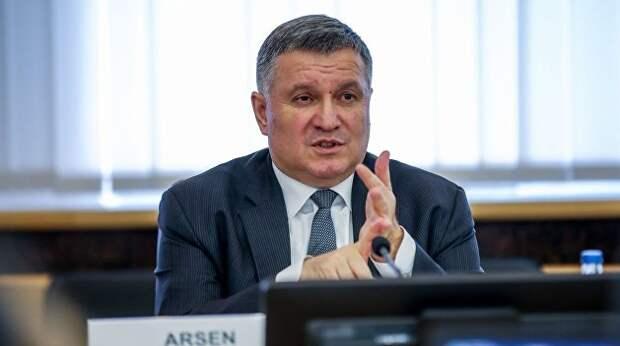 Аваков объяснил, почему чрезвычайное положение не подходит для борьбы с вирусом