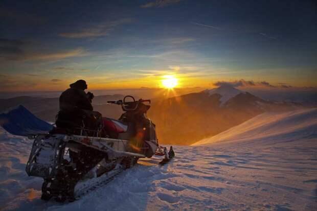 Поездка на снегоходах по льду озера Байкал