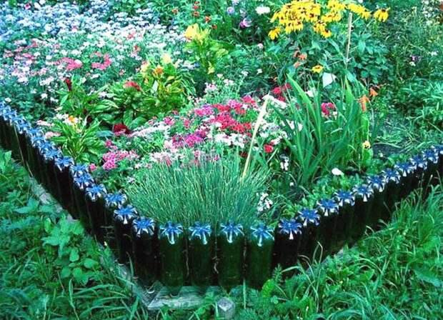 Бордюр цветочной клумбы из пластиковых бутылок
