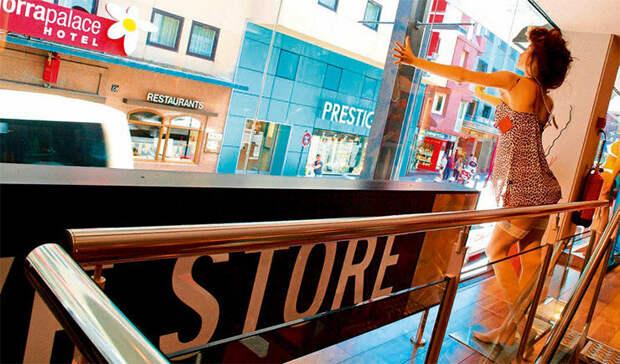 Андорра-ла-Велья привлекает туристов огромным количеством торговых центров с продукцией известных мировых брендов