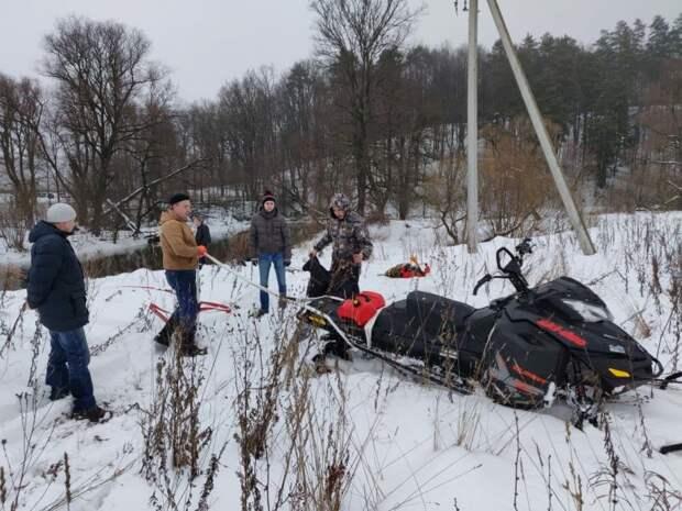 Полицейский из Аэропорта спас водителя снегохода, съехавшего под лед